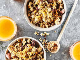 Zelfgemaakte granola met vruchtenpulp